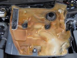 ■エンジンルーム■ エンジンカバーの防音対策 本番(マークX) [写真1]
