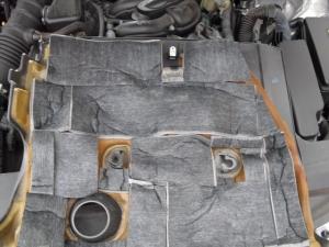 ■エンジンルーム■ エンジンカバーの防音対策 本番(マークX) [写真3]