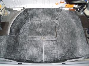 ■タイヤハウス■ トランク部分(スペアタイヤ部分)防音対策(プリウスα) [写真4]