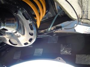■タイヤハウス■ タイヤハウスのロードノイズ対策:右フロント編 その2 (プリウスα) [写真3]