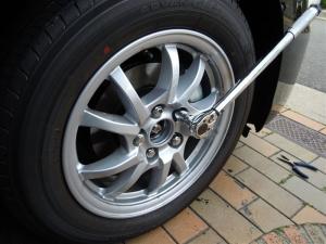 ■タイヤハウス■ タイヤハウスのロードノイズ対策:右フロント編 その2 (プリウスα) [写真8]