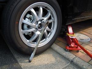 ■タイヤハウス■ タイヤハウスのロードノイズ対策:左フロント編 その1(プリウスα) [写真2]
