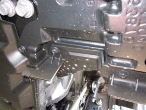 ■タイヤハウス■ タイヤハウスのロードノイズ対策:左フロント編 その1(プリウスα) [写真5]