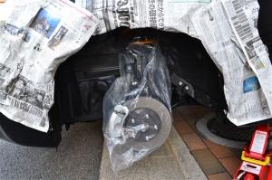 ■タイヤハウス■ タイヤハウスのロードノイズ対策:左フロント編 その2(プリウスα) [写真5]