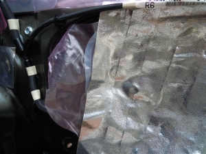 ■ドア■ リアドアのデッドニング・防音対策 右側 その2 デッドニング (プリウスα) [写真6]