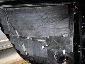 ■ドア■ リアドアのデッドニング・防音対策 左側 その4 防音対策(プリウスα) [写真1]