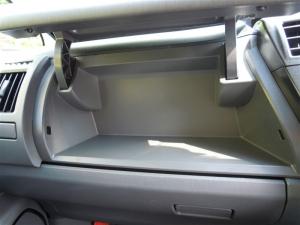 ■その他■ 助手席側グローブボックス(ダッシュボード、インパネ)の防音対策(プリウスα) [写真1]