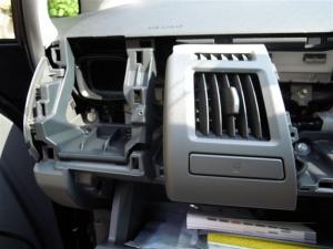■その他■ 助手席側グローブボックス(ダッシュボード、インパネ)の防音対策(プリウスα) [写真4]