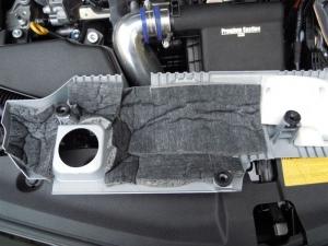 ■エンジンルーム■ エンジンヘッドカバーの保温&防音対策(プリウスα) [写真2]
