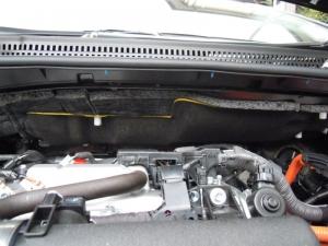 ■エンジンルーム■ エンジン、ワイパー裏側部分の保温&防音対策 (プリウスα) [写真4]