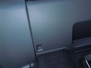 ■フロア■ 2列目フロアの防音対策 座席取り外し編(プリウスα) [写真6]