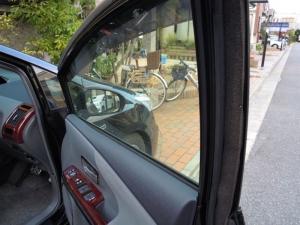 ■ドア■ 運転席側ドアパッキン部防音対策(プリウスα) [写真4]