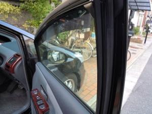 ■ドア■ 運転席側ドアパッキン部防音対策(プリウスα) [写真33]