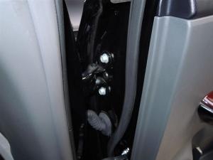 ■ドア■ 運転席側、後席ドアパッキン部防音対策(プリウスα) [写真5]