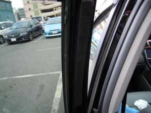 ■ドア■ 助手席側、後席ドアパッキン部防音対策 (プリウスα) [写真2]