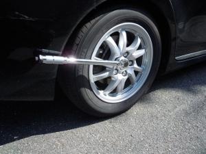 ■タイヤハウス■ 運転席側、後輪タイヤハウスの防音対策(プリウスα) [写真1]