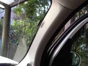 ■ピラー■ 運転席側Aピラーの防音対策(日産・キューブ) [写真1]
