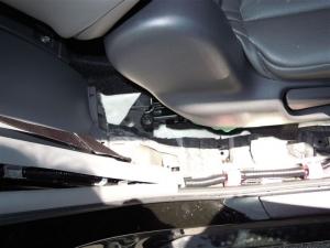 ■ピラー■ 運転席側Cピラー(タイヤハウス周辺)の防音対策 その1(プリウスα) [写真1]