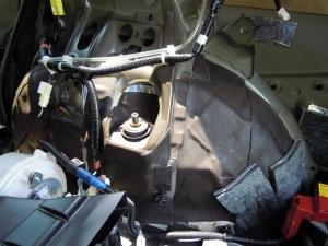 ■ピラー■ 運転席側Cピラー(タイヤハウス周辺)の防音対策 その2(プリウスα) [写真4]