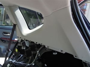■ピラー■ 運転席側Cピラー(タイヤハウス周辺)の防音対策 その3(プリウスα) [写真2]