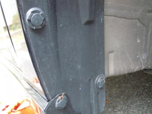 ■タイヤハウス■ 運転席側フロントタイヤハウスのロードノイズ防音対策 その1[軽自動車:ワゴンR] [写真4]