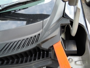 ■エンジンルーム■ エンジンルーム側バルクヘッド上部の防音対策(デッドニング) その1[軽自動車:ワゴンR] [写真1]