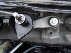 ■エンジンルーム■ エンジンルーム側バルクヘッド上部の防音対策(デッドニング) その2[軽自動車:ワゴンR] [写真4]